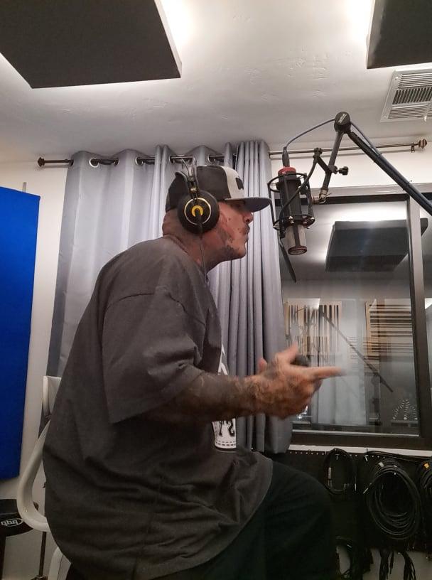 Down3r rapping mic